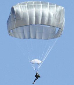 The new square shaped ATPS parachute (US-army)